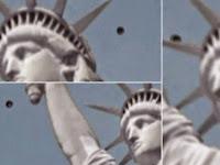 UFO Terlihat Di Atas Patung Liberty