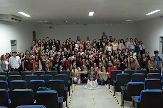 Professora ministra palestra sobre cuidados paliativos no campus Cuité da UFCG