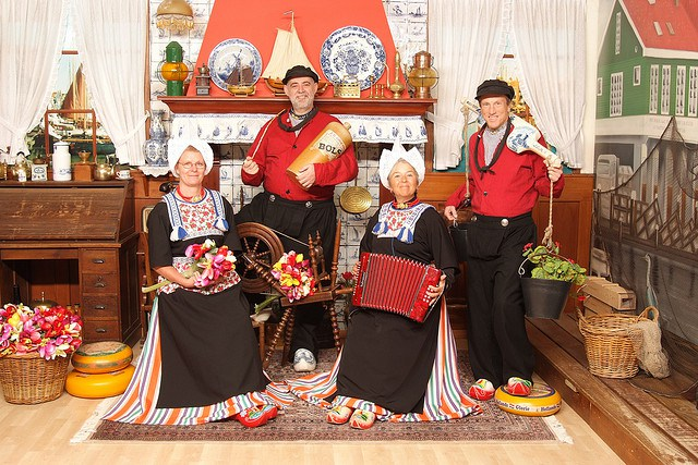 traditional dutch clothing travell and culture