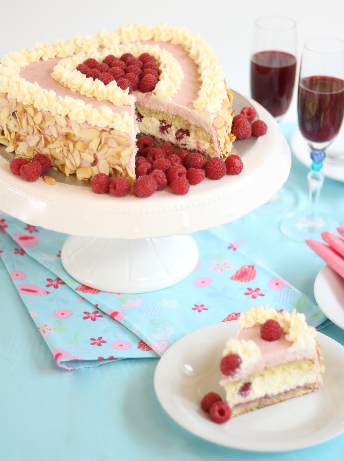 Super Leckere Himbeer Sahne Torte In Herzform 10 000 Abonnenten