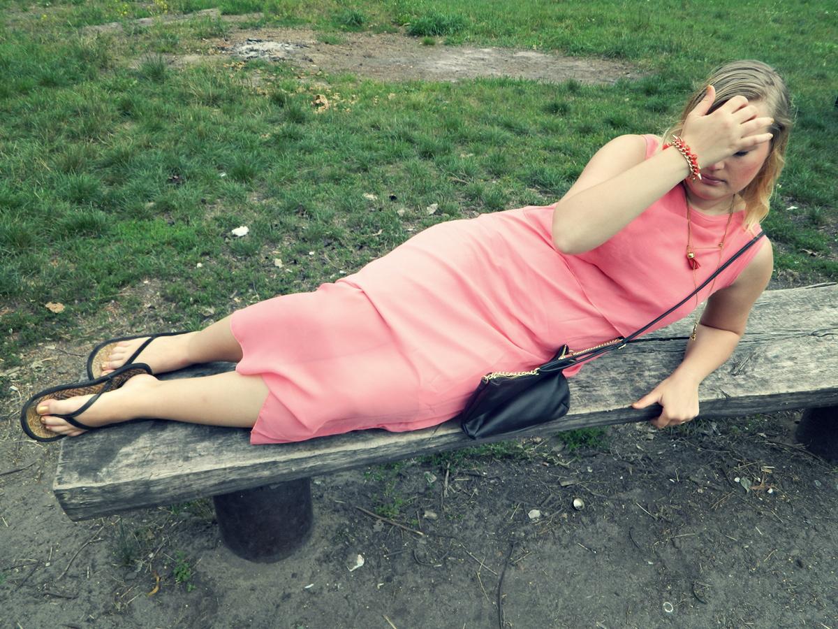 długie-sukienki-idealne-na-lato