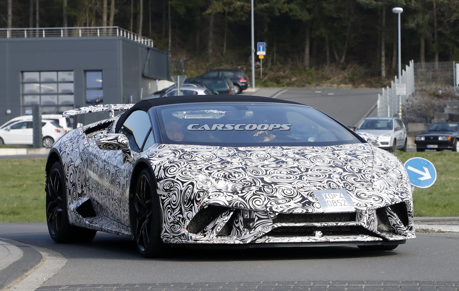 lamborghini 39 s topless huracan performante spotted for the first time. Black Bedroom Furniture Sets. Home Design Ideas