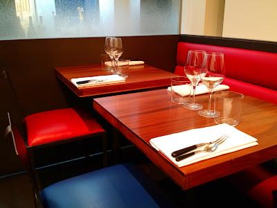 restaurant Le Chameau Bleu - Décor du KGB Paris