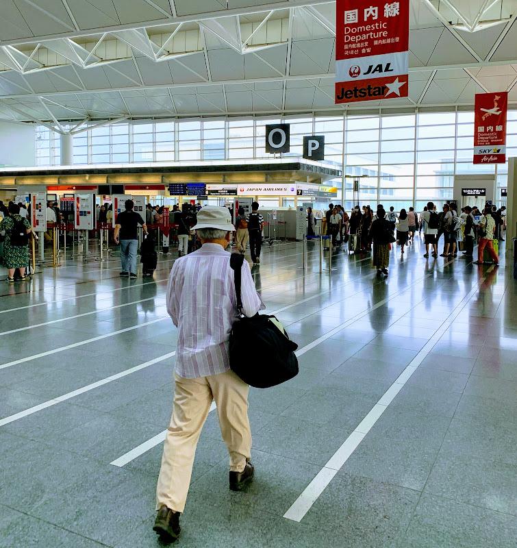 名古屋・中部国際空港、朝早いですが、旅客は結構いました。 / 30レグ 名古屋(中部)→東京(羽田) / JAL200【2019年の搭乗メモ】