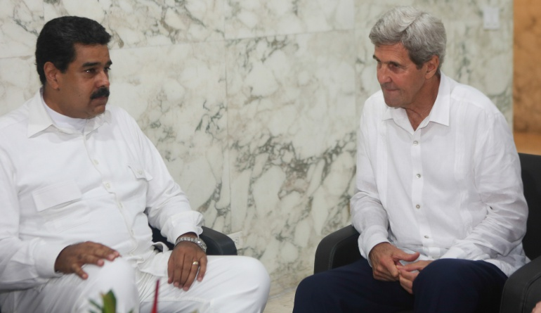 Kerry y @NicolasMaduro se reunieron a puerta cerrada en Cartagena