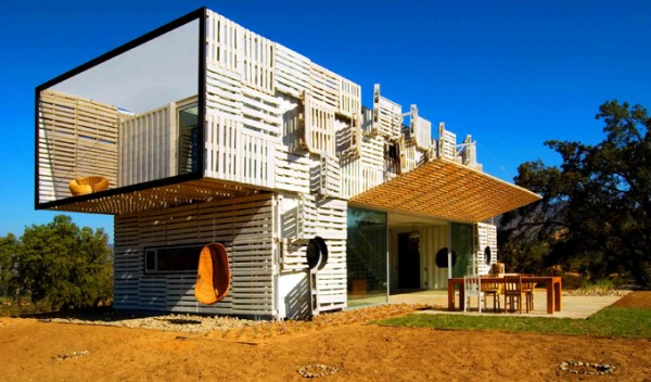 Shipping Container House with Dynamic Facade, Chile 4