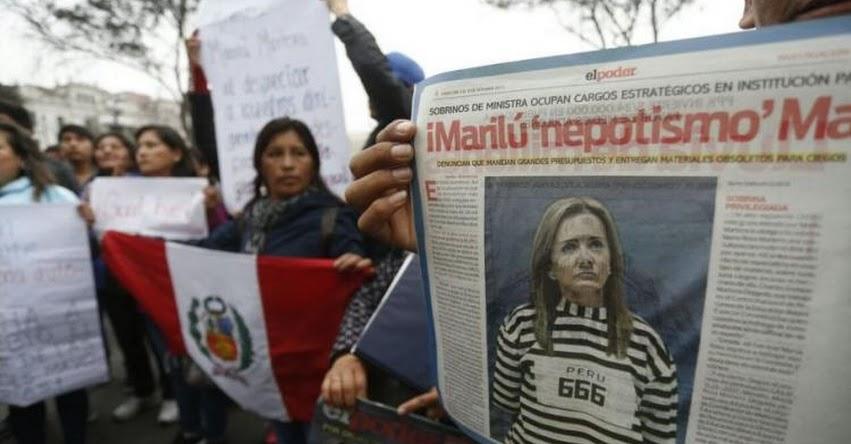 Maestros protestaron durante la presentación de la Ministra de Educación, Marilú Martens