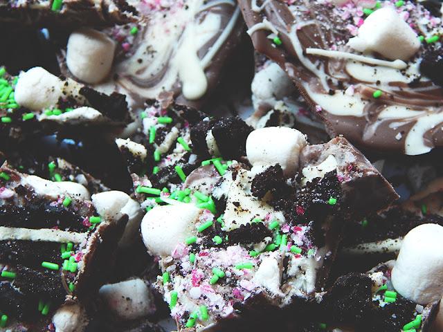 Hot Chocolate Christmas Bark || Blogmas