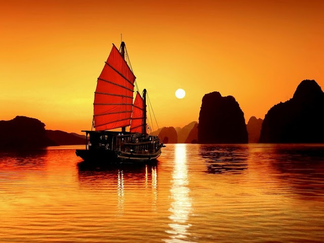 The different charm of Halong Bay in winter and summer