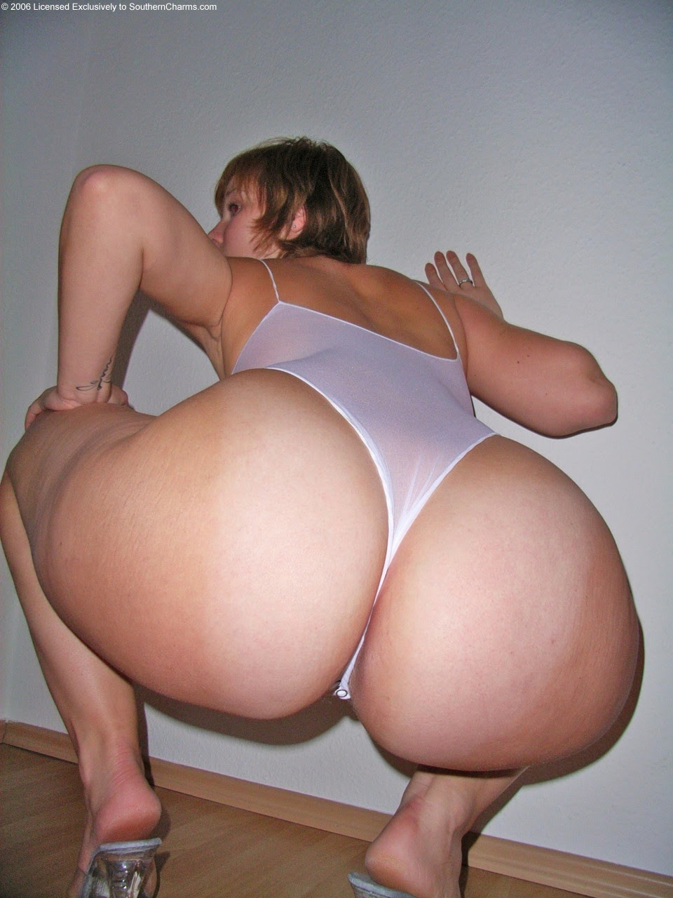 Serious? Sexy hip pawg nude from behind