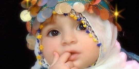 Foto Bayi Perempuan Cantik Memakai Hijab atau Jilbab.