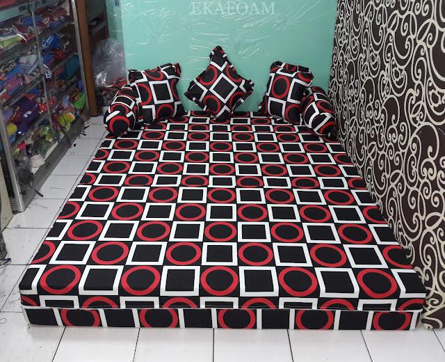 Sofa bed inoac dengan corak motif abstrak gerai gory