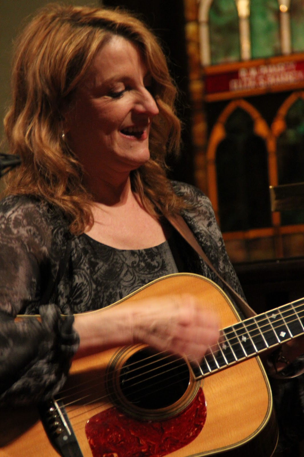 talkin 39 bluegrass music claire lynch band fills bpacc to the brim. Black Bedroom Furniture Sets. Home Design Ideas