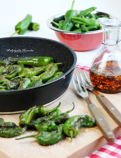 śródziemnomorska przekąska, papryczki pimientos de padrón, jak usmażyć paprykę, daylicooking