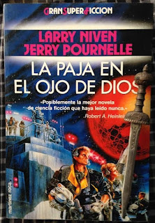 Portada del libro La paja en el ojo de Dios, de Larry Niven y Jerry Pournelle