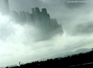 Elképesztő méretű szikla vagy UFO lebegett a felhők közt Peruban /VIDEÓ/
