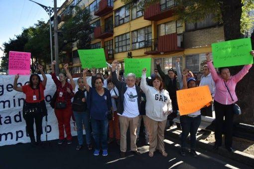 Damnificados de sismo en México urgen construcción de viviendas