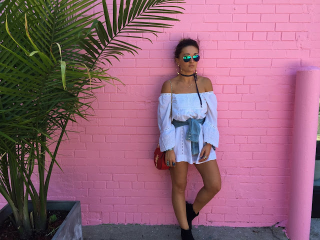 white dress, white summer dress, how to wear white dress, summer style, how to wear ankle boots in the summer, toronto queen west, toronto blogger, express boots, kako nositi cizmice leti, sta nositi sa belom haljinom, pink wall, blogger style