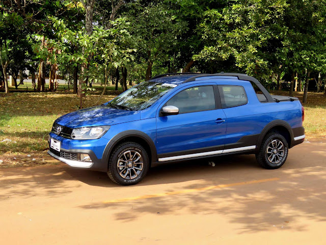 VW Saveiro Cross Cabine Dupla 2017 - Azul Ravenna