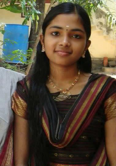 Homely Indian Girls Tamil Nadu College Girls Wearing Saree-9352