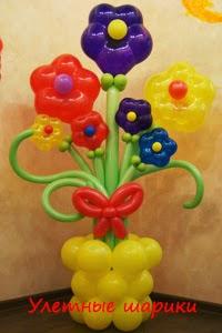 Ваза с цветами  из воздушных шариков