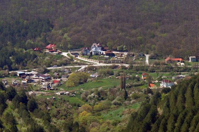 Вид на Красносёловку с горы Кара-Тепе (приближено)