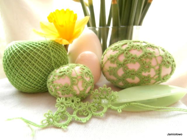 jajka ozdobione frywolitką