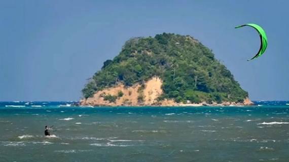 Menikmati Wisata Bahari Seru di Aceh, wisata aceh, pantai ujong pancu, wisata indonesia, tempat menarik, nusantara, wisata alam, wisata bahari