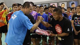LUAR BIASA !! Suporter Bulutangkis TULEN Ini Telah Keliling Dunia Untuk Support Tim Bulutangkis Indonesia