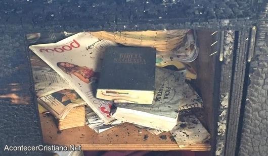 Biblia intacta en incendio de restaurante