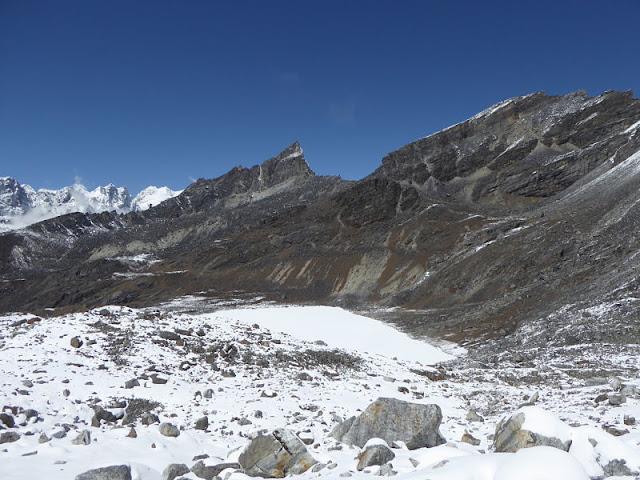 la valle oltre il renjo la pass