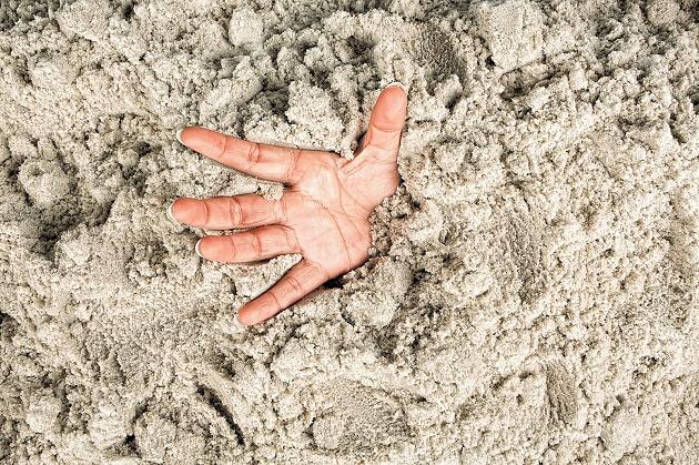 Εγκλωβισμένος σε παγίδα κινούμενης άμμου