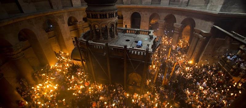 Δείτε ζωντανά την τελετή Αφής του Αγίου Φωτός από τα Ιεροσόλυμα (βίντεο)