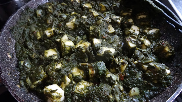 palak-paneer-cottae-cheese-paneer-spinach-tomatoes-side-dish-vegetarian