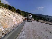 Priprema za asfaltiranje prometnice Nerežišća - Vela Farska slike otok Brač Online