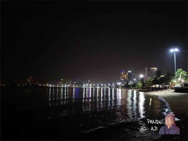 Malam di Pantai Pattaya