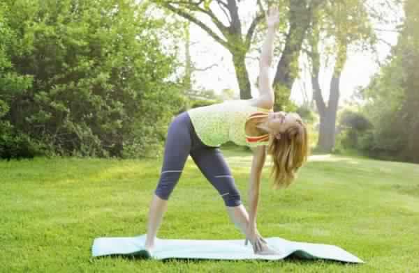 8 exercices pour renforcer votre dos et r duire les maux de dos nutrition astuce. Black Bedroom Furniture Sets. Home Design Ideas
