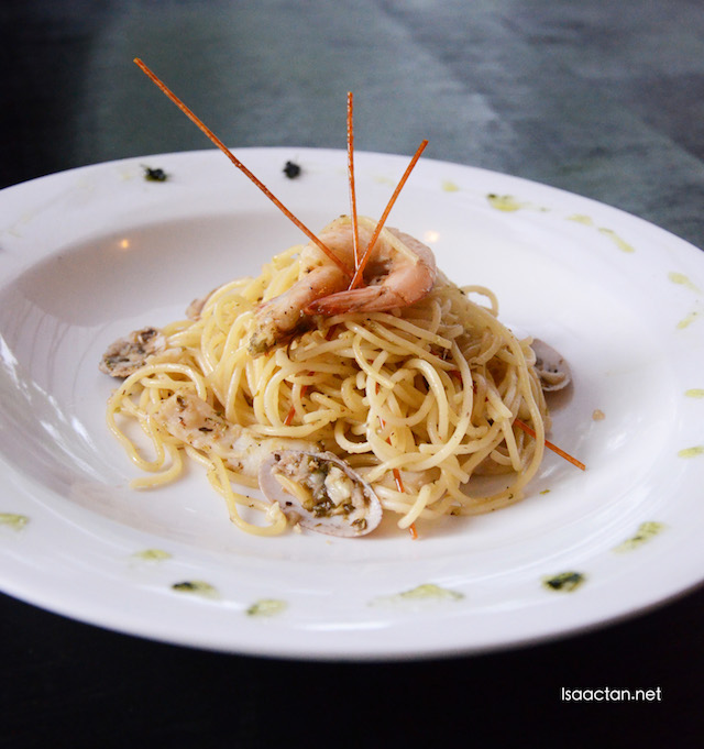 Spicy Seafood Aglio Pho-lio - RM18.90