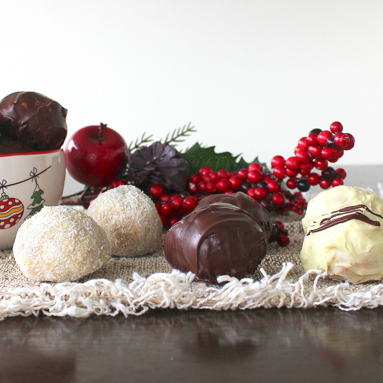 PicNic: White Chocolate and Almond Cookie Truffles