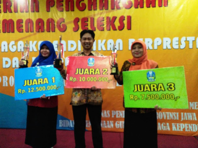 Ketua BPD Tulungrejo Batu Meraih Predikat Guru SMP Berprestasi dan Berdedikasi Tingkat Provinsi Jawa Timur Tahun 2018