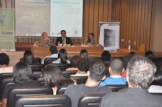 """""""Novo Código Florestal: enchentes e crise hídrica no Brasil"""" foi tema de palestra no UNIFESO"""