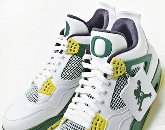 low priced 9f309 efbea Previewed last week, here s a detailed look at another University of Oregon  Air Jordan 4 Retro PE.