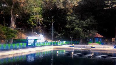 Kolam renang Cigugur Kuningan yang jernih alami