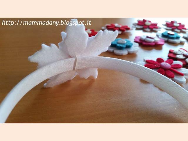cerchietto per capelli con fiore intercambiabile: si sfila e si cambia