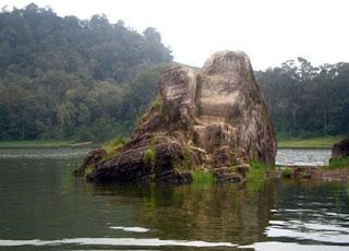 Batu Cinta Pulau Asmara Situ Patenggang, Bandung