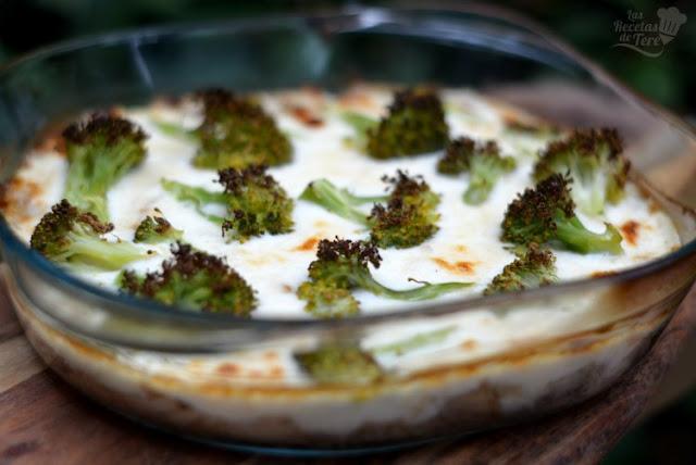 Brócolis con bechamel y atún al horno
