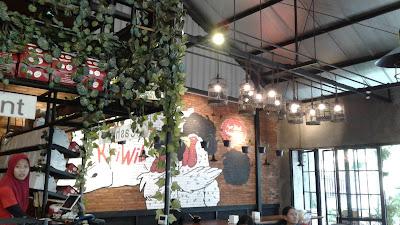 Suasana di Ayam Kriwil Cafe Rawamangun - Jakarta Timur