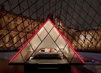 Logo Vinci gratis una notte al Louvre e dormi sotto la Piramide di Vetro!