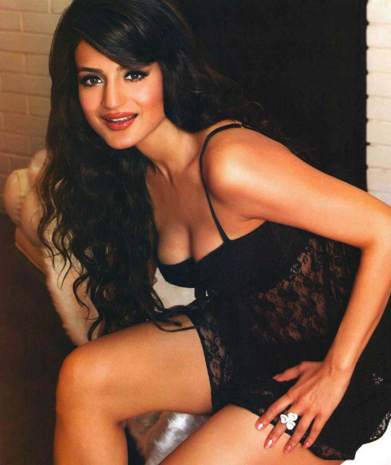 Ameesha Patel thunder thighs, Ameesha Patel sexy thighs, Ameesha Patel in short black dress