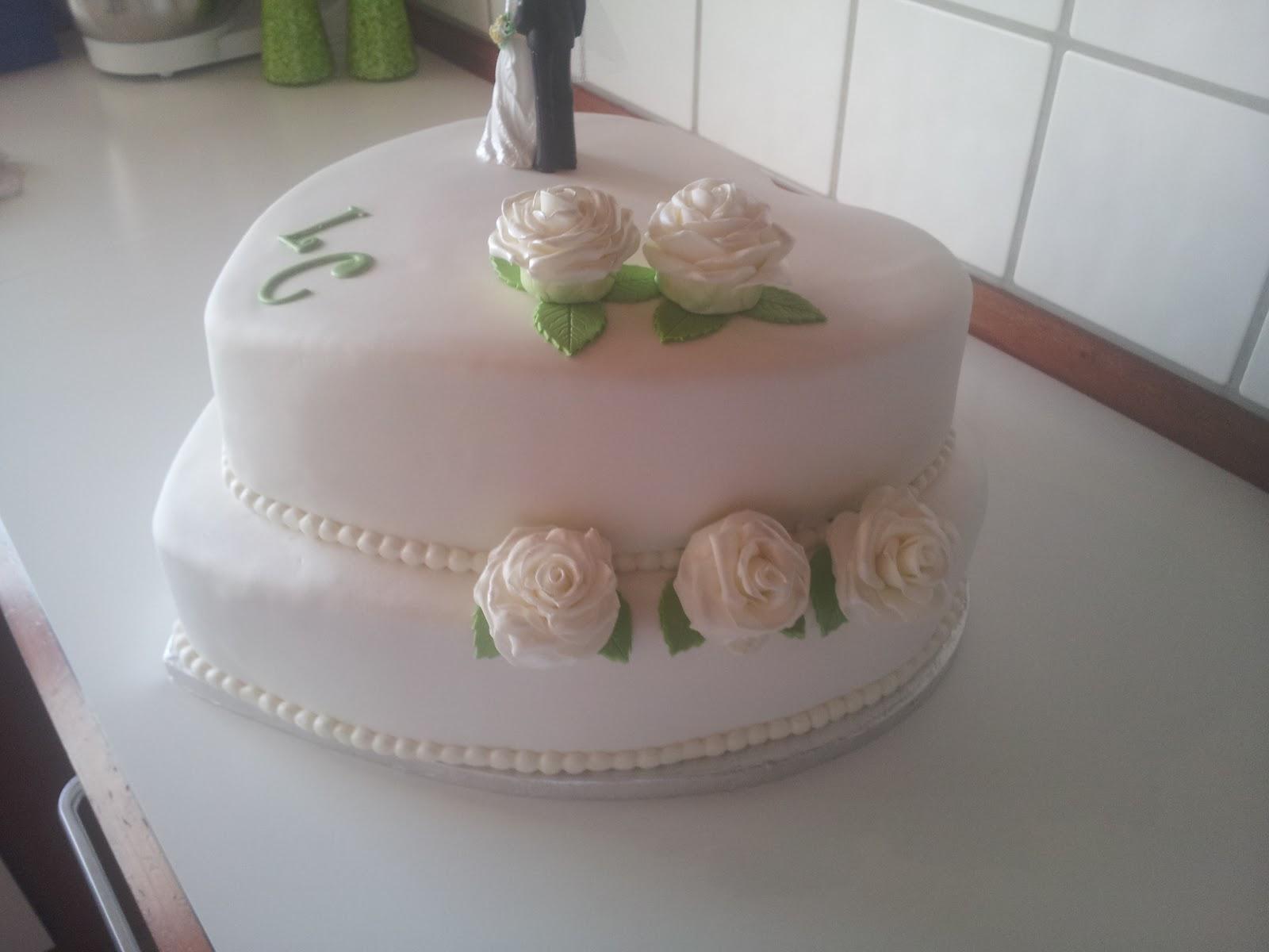 bryllupskage med roser